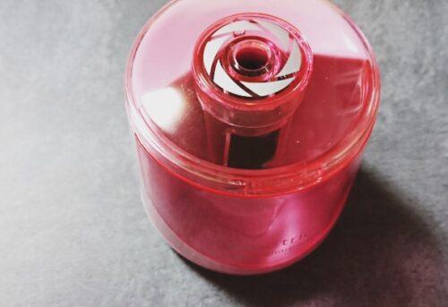 ダイソー電動鉛筆削り300円ピンク